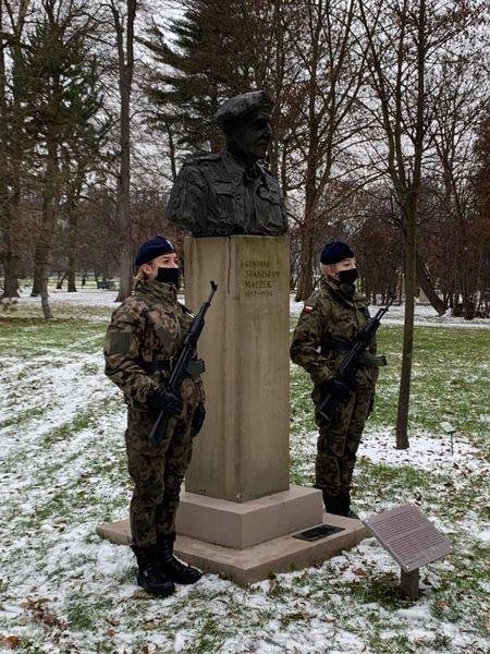 uroczystość z okazji rocznicy śmierci gen. Stanisława Maczka - zdjęcie
